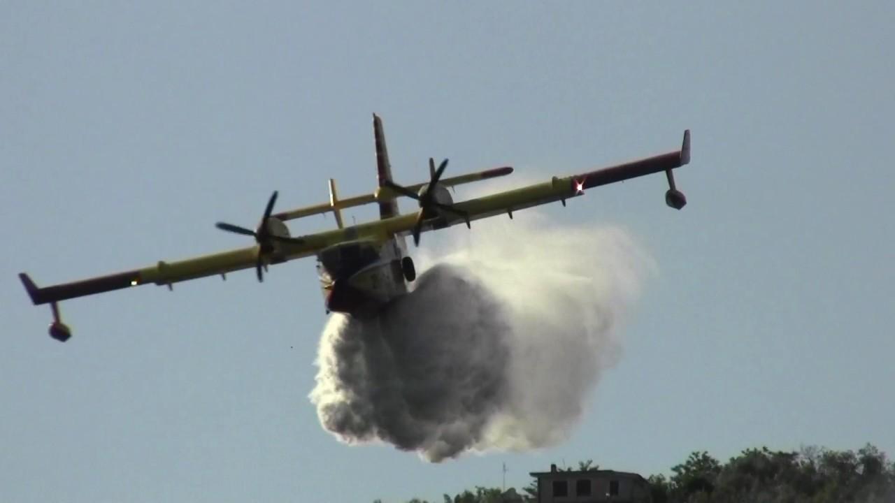 Canadair O Elicottero : Incendio boschivo elicottero e canadair youtube