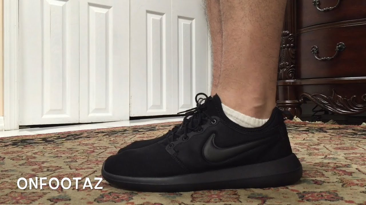 nike roshe run two all black