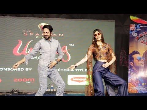 Ayushmann & Kriti Sanon LIVE DANCE On Twist Kamariya - Bareilly Ki Barfi -  Umang Festival 2017