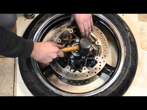 замена подшипников и сальников переднего колеса Suzuki gsx r600