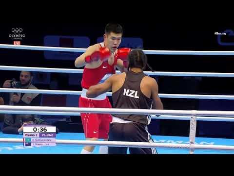 Получал и бил. Чемпион мира по боксу из Казахстана победил в стартовом бою олимпийской квалификации