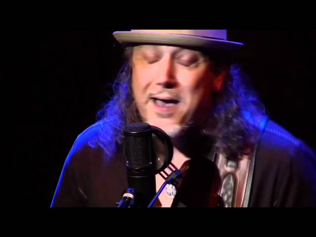 "Woody Russell ""The Skin I'm In"" Showcase Performance"