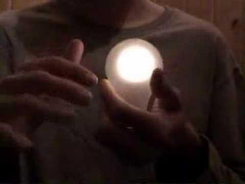 Bombilla que se enciende (cristal) video
