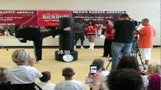 GUINNESS WORLD RECORD - Most Martial Arts Kicks in One Minute 281