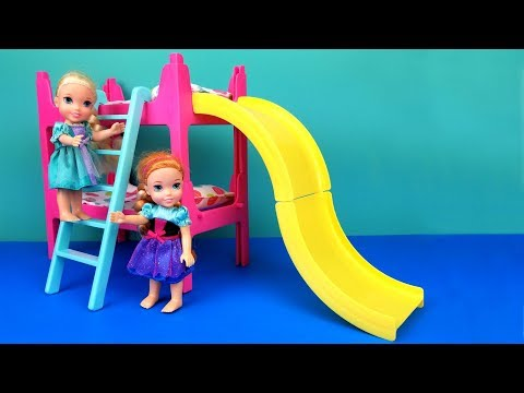 NEW House ! Elsa and Anna toddlers are moving - unpacking - Surprises