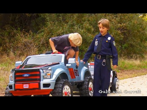 Sidewalk Cops Scene From Ford F-150 Extreme Unboxing