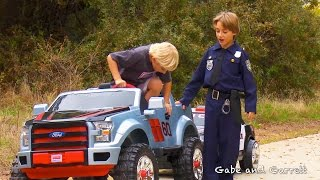 sidewalk cops scene from ford f 150 extreme unboxing