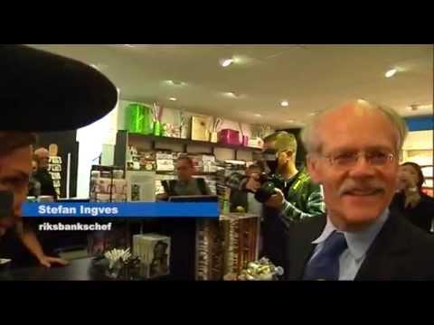 Riksbankschefen Stefan Ingves handlar Pippi Långstrump-bok med nya sedeln