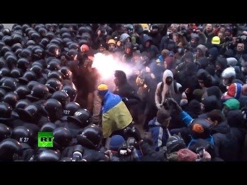 Столкновения оппозиционеров и