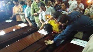 Isak Tangis Pihak Keluarga ketika 13 Jenazah Korban Lion Air Diserahkan oleh Polisi