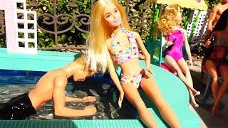 Ken Puxa Barbie na Piscina - Brinquedos da Parque de Diversões -Brinquedonovelinhas com bonecas
