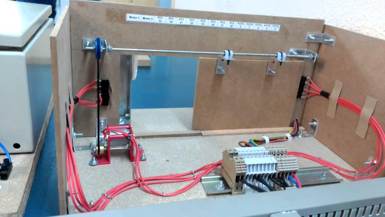 Maqueta de puerta de garaje automatizada 2 youtube - Puertas para cocheras electricas ...
