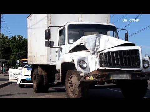 UA:СУМИ: На Роменській сталася аварія за участі маршрутки та вантажівки