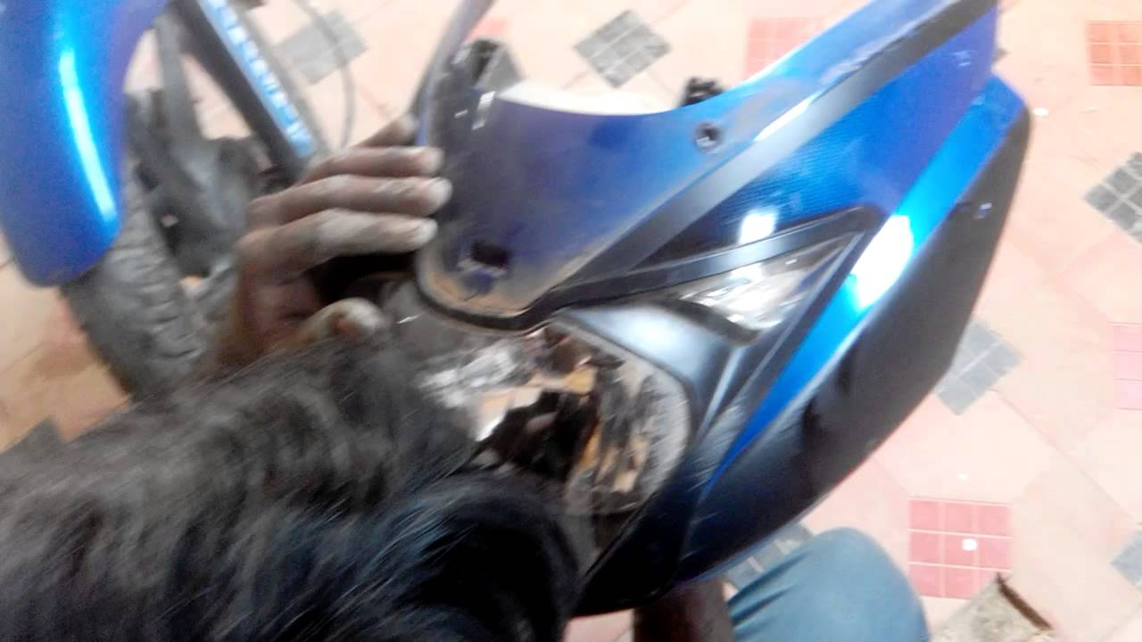 How to change pulsar 150 head light bulb part 2