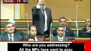 Muslim prayers in the parliament - Egyptian Salafi disturbs the Parliament