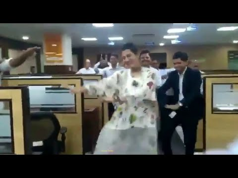 dance-video-of-dipali-goenka-(welspun-india-ceo)-dancing-with-employees.