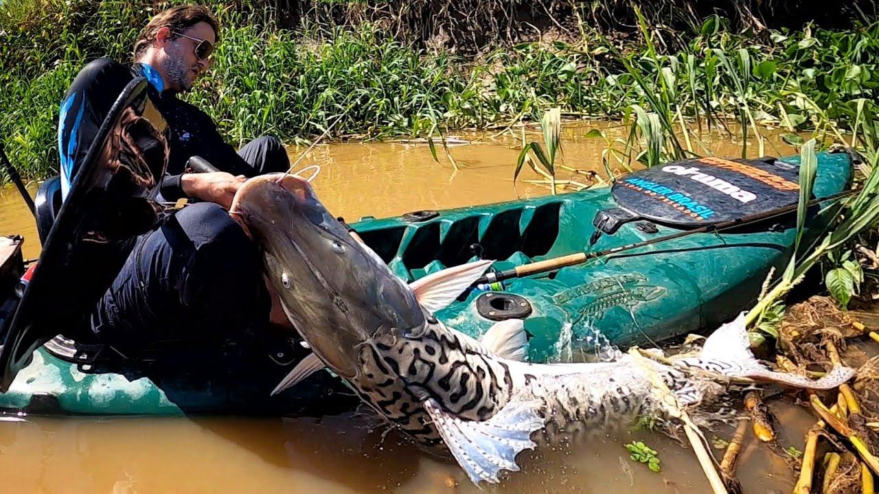 DESAFIANDO A FÍSICA, DE CAIAQUE NO RIO DOS MONSTROS! Pescaria.