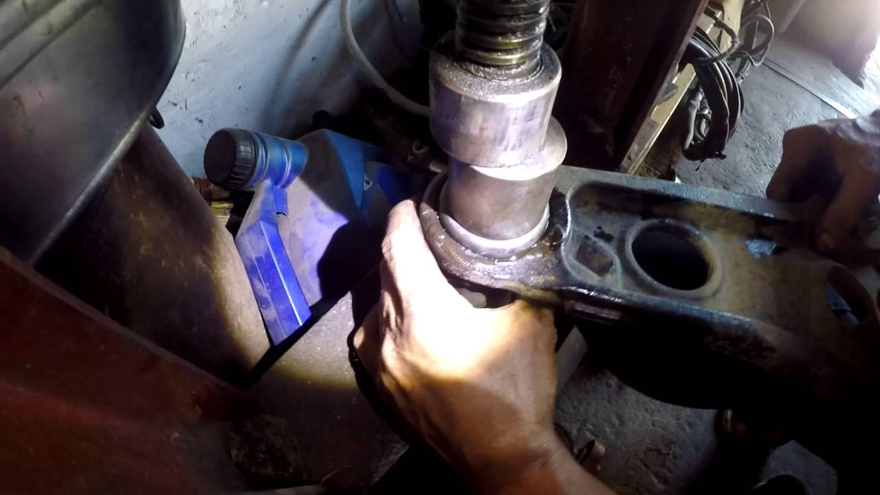 Замена сайлентблоков переднего нижнего рычага на Фольксваген Туарег 2004 года Volkswagen Touareg