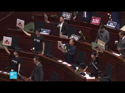 نواب المعارضة يعرقلون جلسة برلمانية في هونغ كونغ  - نشر قبل 3 ساعة