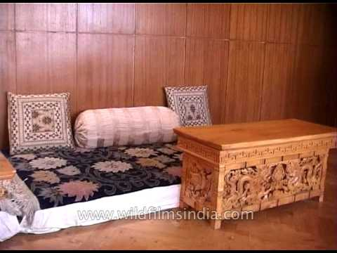 Kaal hotel in Leh with Ladakhi furniture - aesthetically designed lobby