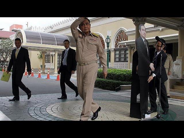 El jefe de la junta militar de Tailandia se burla de la prensa