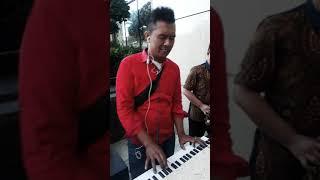 Saxophone duel dengan kibord..yg suka rayu pacarnya dng lagu ini siapa hayooo..
