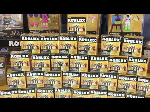 Opening a Ton of Roblox Blind Boxes Series 3!