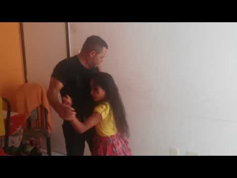 thaisa e sucesso dançando beto Barbosa  [3:23x360p]