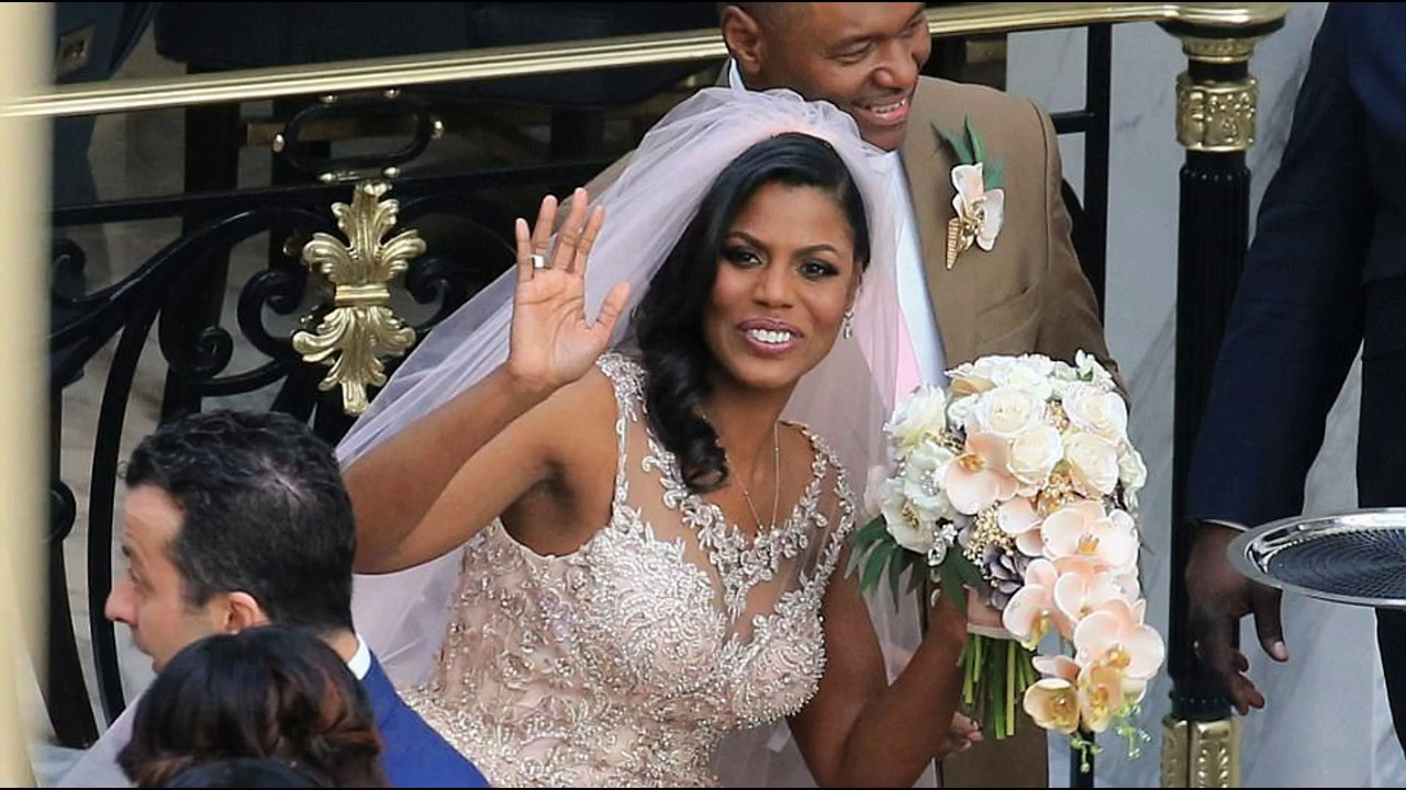 Omarosa Wedding Dress.Donald Trump Assistant Omarosa Gets Married In His Dc Hotel