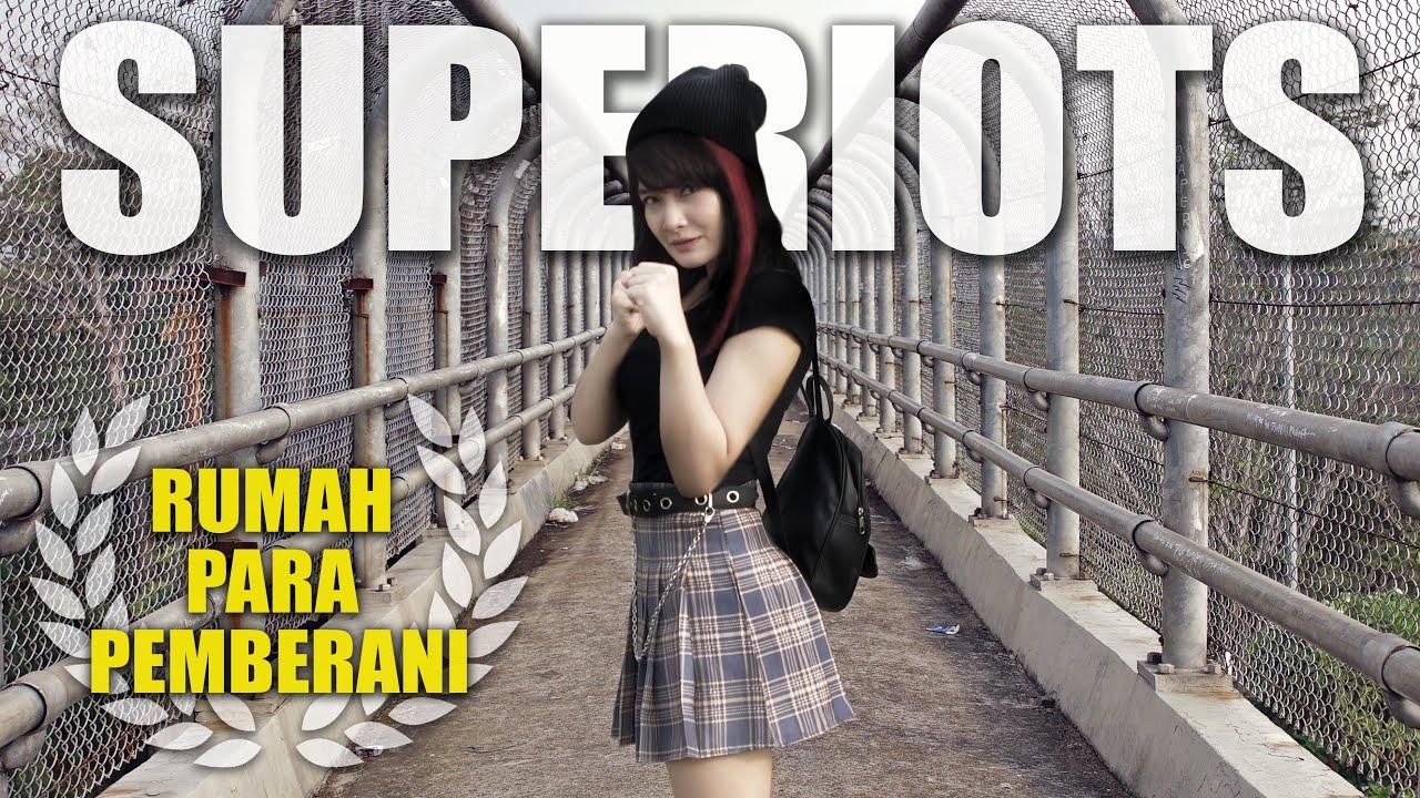 Download Superiots - Rumah Para Pemberani (Official Music Video)