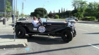 Classic cars accelerating in Madrid. Brutal sounds!