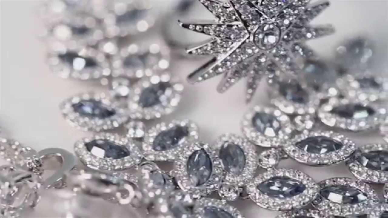 aa8d22f165ba Swarovski   Collection Noël 2014 by Miranda Kerr - YouTube