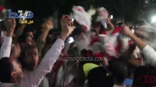 فيديو| جماهير الزمالك تساند فريقها أمام النادى
