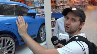 Hinter den Kulissen eines riesigen Spielzeugladens in Gifhorn: Spielewelt Schütte besucht