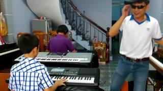 Dạy Đàn Organ Một Buổi Thực Tập Đệm Hát Tại Nguyễn Kiên