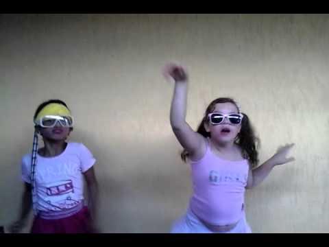 Meninas  dançando   engraçado