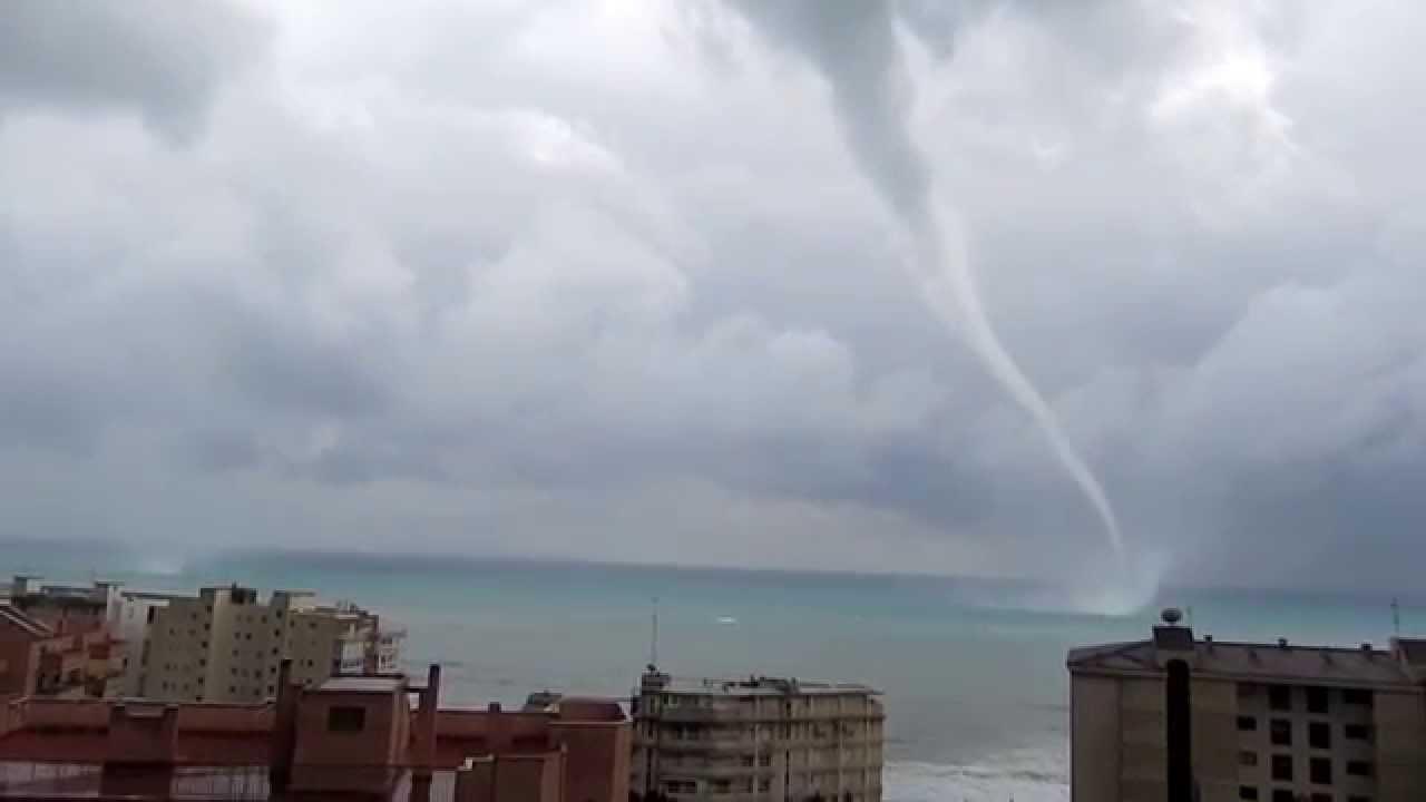 Dos tornados trombas marinas en alicante la vila joiosa villajoyosa hd 1080p tornado - Tornados en espana ...