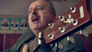 Невероятные люди: харьковский учитель ведет уроки с помощью гитары и песни