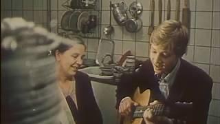 Вот что такое хорошая, добрая русская бабушка. Песенка о голубом шарике. Поёт юный Дмитрий Харатьян