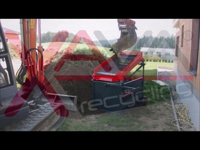 Humus sieben Rüttelsieb LS12 v. Xava Recycling / Screening of topsoil with Xava LS12