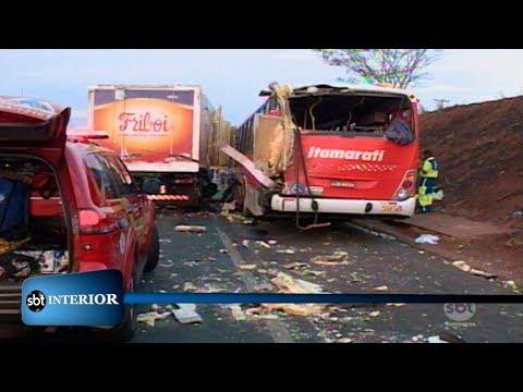 Acidente entre caminhão e ônibus deixa 8 feridos na rodovia Assis Chateaubriand