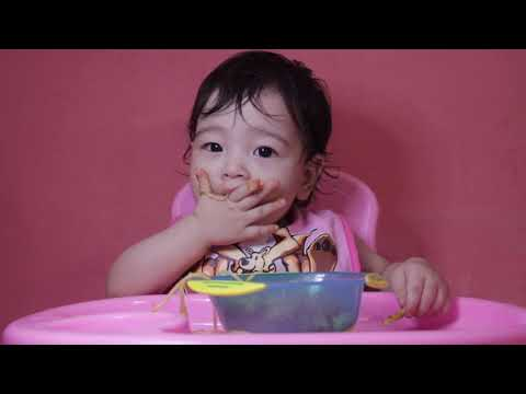 ASMR- 1 year old eating apple & spagheti  (EATING SOUNDS| NO TALKING)