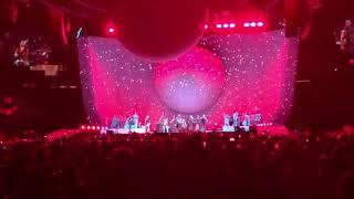 ariana grande // christmas medley // sweetener world tour uniondale
