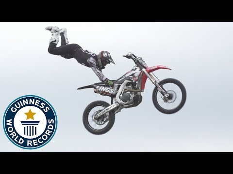Bolddogs achieve two breathtaking stunt records! - Meet The Record Breakers