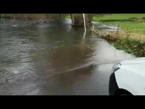 La playa fluvial de Vilatuxe aparece completamente inundada