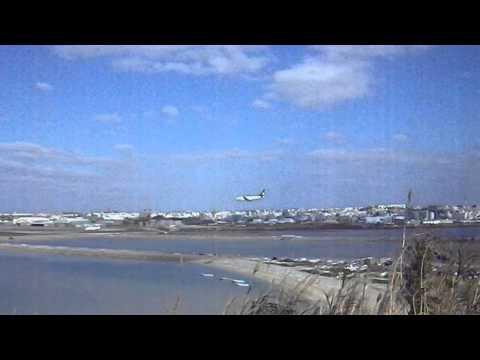 瀬長島ホテルから望む旅客機