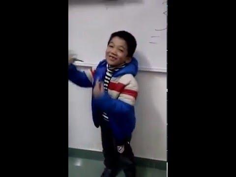 """Bạn LÊ QUANG TRUNG múa hát bài """"Cô giáo miền xuôi"""" rất đáng yêu"""