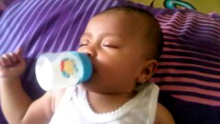 Baby drink milk during sleeping - start potty training for baby