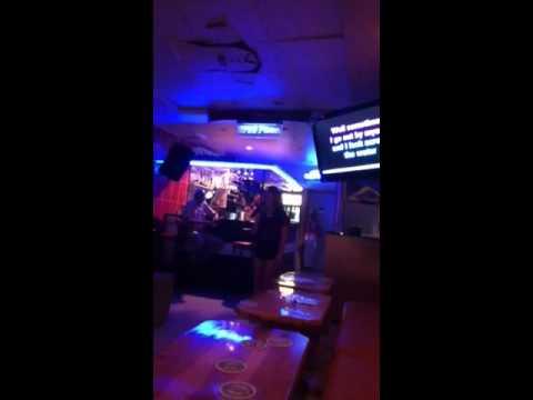 Valerie Amy Winehouse in Mamma Mia's karaoke bar Kusadasi 2
