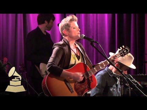"Natalie Maines Performs ""Mother"" 